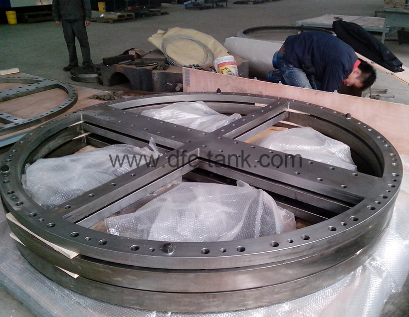 SA266 Gr2+B265 Gr1 Flange is being packaging